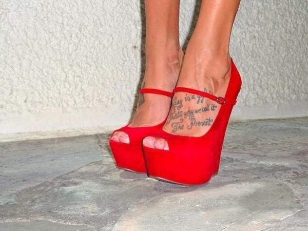 Красные замшевые туфли на платформе