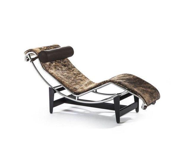 LC4 è una chaise longue disegnata da Le Corbusier, Pierre Jeanneret e Charlotte Perriand per Cassina. Ha una culla in acciaio cromato, piedistallo in acciaio verniciato nero opaco e materassino rivestito in pelle con pelo pezzato Bianco/Nero/ Marrone e poggiatesta in pelle nera. Disegnata nel 1928, LC4 è la chaise longue per eccellenza, un cult del design mondiale. Inserita in diversi contesti, dall'ufficio al living, si fa notare per l'eccellente progettualità, ancora oggi attuale e…