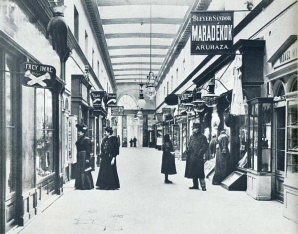 Budapest, a Párizsi udvar az 1900-as évek elején