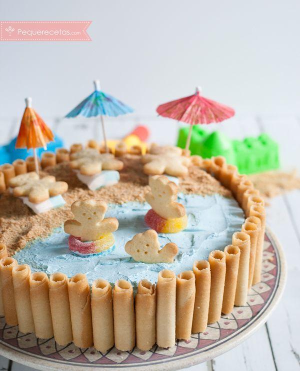 En verano los cumpleaños infantiles suelen ser al aire libre, y todo se vuelve más veraniego: la comida, los juegos, ¡y también la tarta! Por eso esta tarta playera que prepararemos hoy os vendrá muy