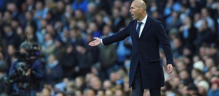 """Zidane Real Madrid Manchester Zidane: """"Soñé con ganar este título"""" El entrenador francés declaró que detrás de este título hay """"mucho trabajo de meses"""", más de los cinco que lleva él como entrenador  http://ovaciondeportes.com/futbol/futbol_internacional/zidane-sone-ganar-este-titulo/"""