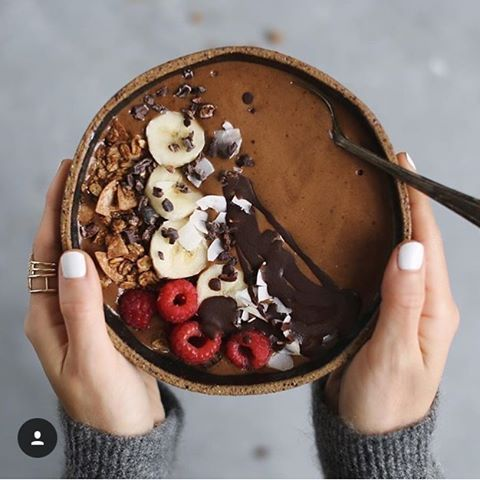 Chocolate & almond butter smoothie bowl with choc tahini sauce