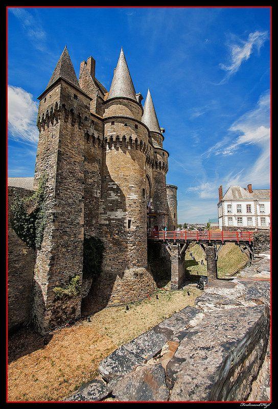 Les imposantes fortifications de Vitré, Ille-et-Vilaine, Bretagne.