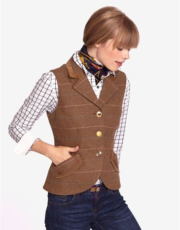 Joules EDINA Womens Tweed Waistcoat, with velvet trims, Sand. Capturing our British country heritage perfectly, this elegant waistcoat complete with velvet trims, floral linings and mismatched button is rich with charm and character.