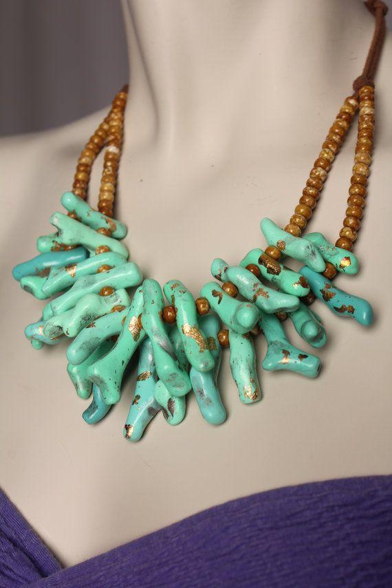 Lucita verde collar de Coral / sucursal joyería por BossyMossyBeads