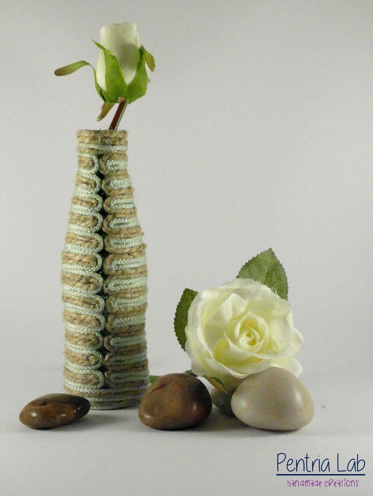 Vaso mono-fiore in vetro e corde di canapa naturale e nylon riciclo creativo : Accessori casa di pentria-lab