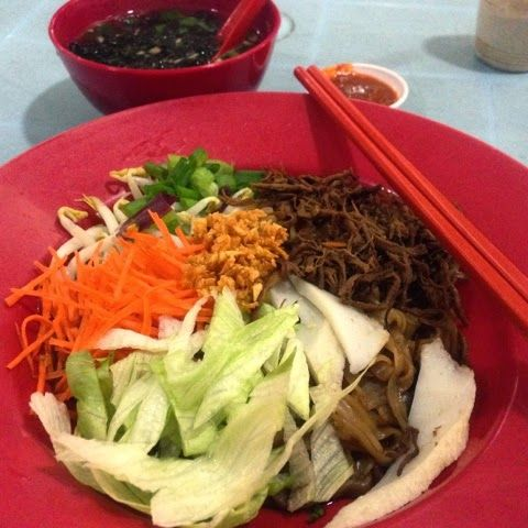 The Flavoursome Journey : Dry Sambal Kuey Tiao. Just to share with you my recent favourite food- the dry kuey tiao come with sambal and soup for only RM3.30. Rarely seen something cheap in Penang and also beautified with vegetables   It is hard to find a dish with veg in malaysia unless you go to a vegetarian restaurant. I'd been loaded with heaps of carbs and meat lately, feel so good to have something different today! It's Friday tomorrow