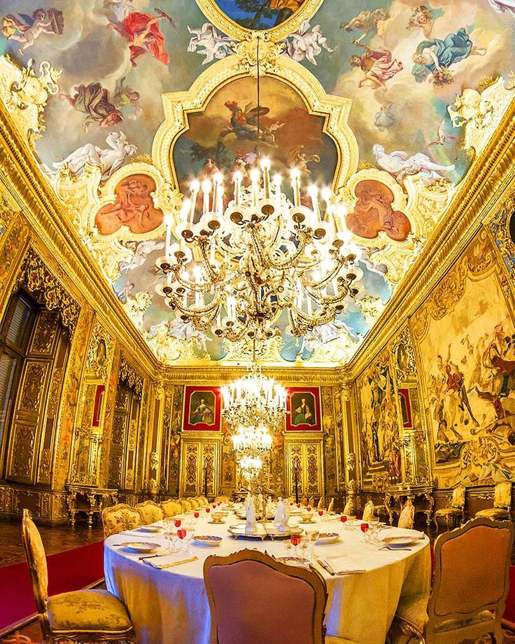The Dining Room of the Palazzo Reale in Turino, Italy, the historic residence of The House of Savoy.  #buzzonantiques #antiquecollector #collector #traditional #design #decor #traditionaldesign #traditionaldecor #traditionalinteriors #antiques #eyecandy #beautiful #inspiration #antique #interiors #interior #turino #italy #diningroom #palazzo #palazzoreale #ceiling #chandelier