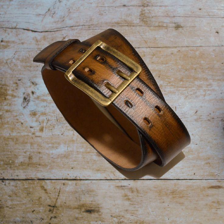 Может ли ремень быть одновременно простым и роскошным, не броским, но стильным, красивым и практичным? Может! Предлагаю Вашему вниманию уникальный кожаный ремень ручной работы в стиле Casual: стильно, практично и удобно!