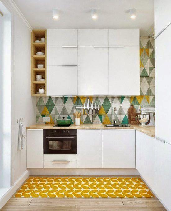 Photo d'une petite cuisine fermée pleine de vie  http://www.homelisty.com/amenagement-petite-cuisine/
