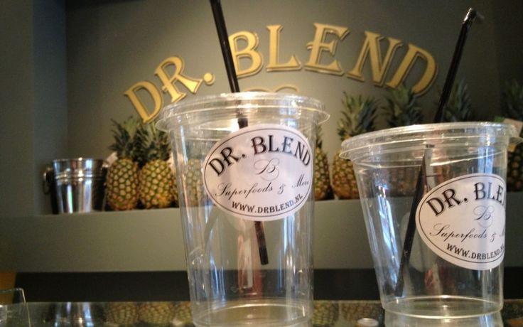 Dr. Blend: Superfoods & More Begin dit jaar geopend: Dr. Blend op de Herenstraat. De ultieme uitvalsbasis voor (superfood)smoothies, gezonde salades, wraps en soepjes en niet te vergeten een mega groot assortiment aan Superfoods. Daar worden we blij van!