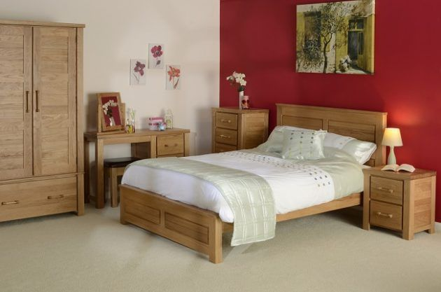 17 Timeless Bedroom Designs With Wooden Furniture For Pleasant Stay Oak Bedroom Furniture Sets Wooden Bedroom Furniture Bedroom Furniture Design