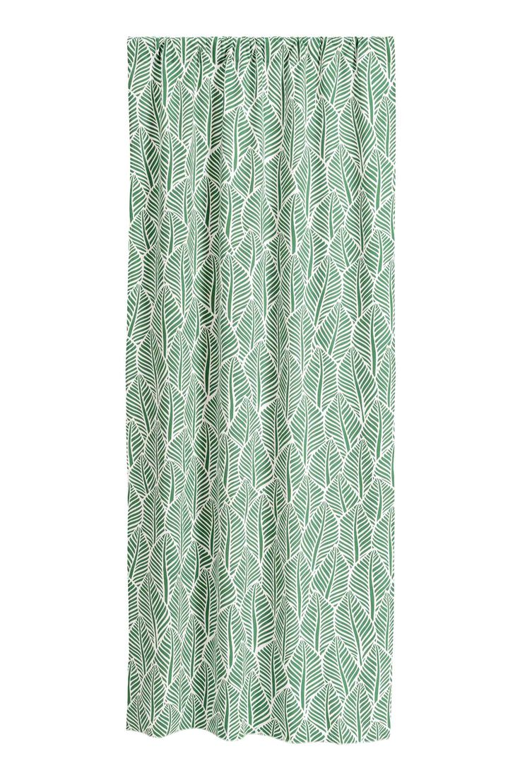 2-pack patterned curtains: Curtain lengths in a printed cotton weave with a wide cased heading. Contains two curtain lengths.