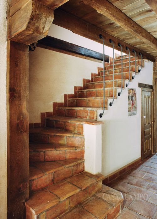 Escaleras interiores casas rusticas for Decoracion interiores apartamentos