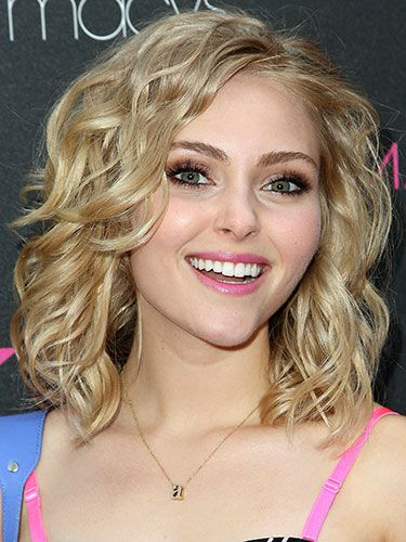 AnnaSophia Robb *give your blow dryer a break & embrace easy, fresh looking ringlets . A weekly treatment of Malibu Curl Partner encourages your natural wave pattern.