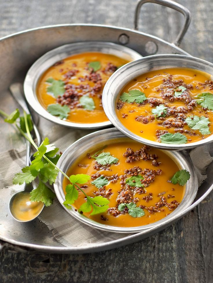 Süßkartoffel-Quinoa-Suppe | http://eatsmarter.de/rezepte/suesskartoffel-quinoa-suppe