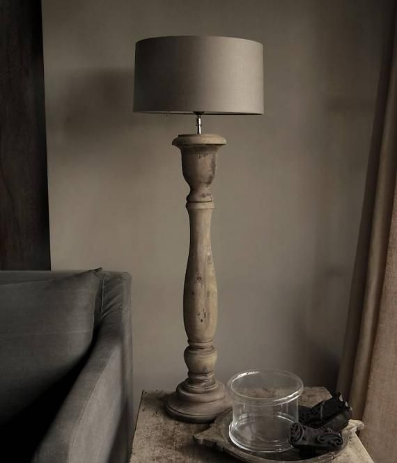 Oud houten lamp