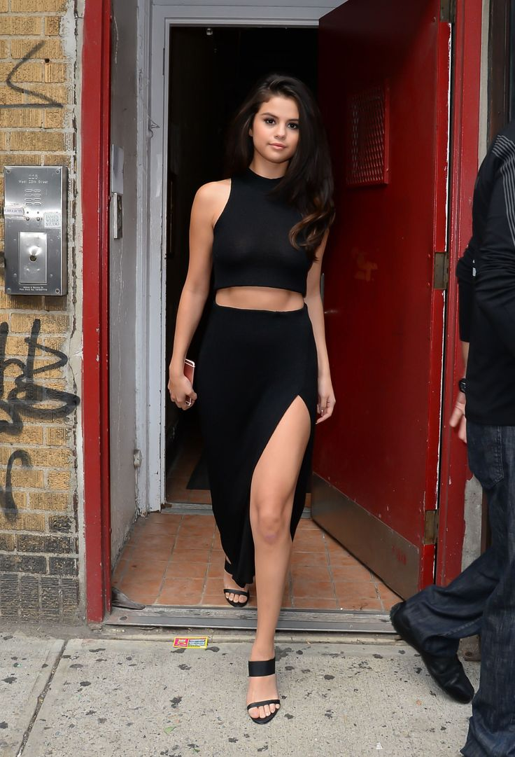 Selena Gomez Just Rocked One Of The Hottest Spring Trends From Head To Toe Skirts Style And