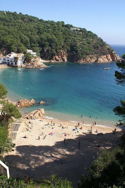 A hidden paradise for sure. Tamariu, Costa Brava,Spain : heel fijne vakanties gehad!. Maar er is nadien veel (te veel!!) bijgebouwd voor het mooie strandje en zeker in de zomer maanden te druk voor ons geworden!