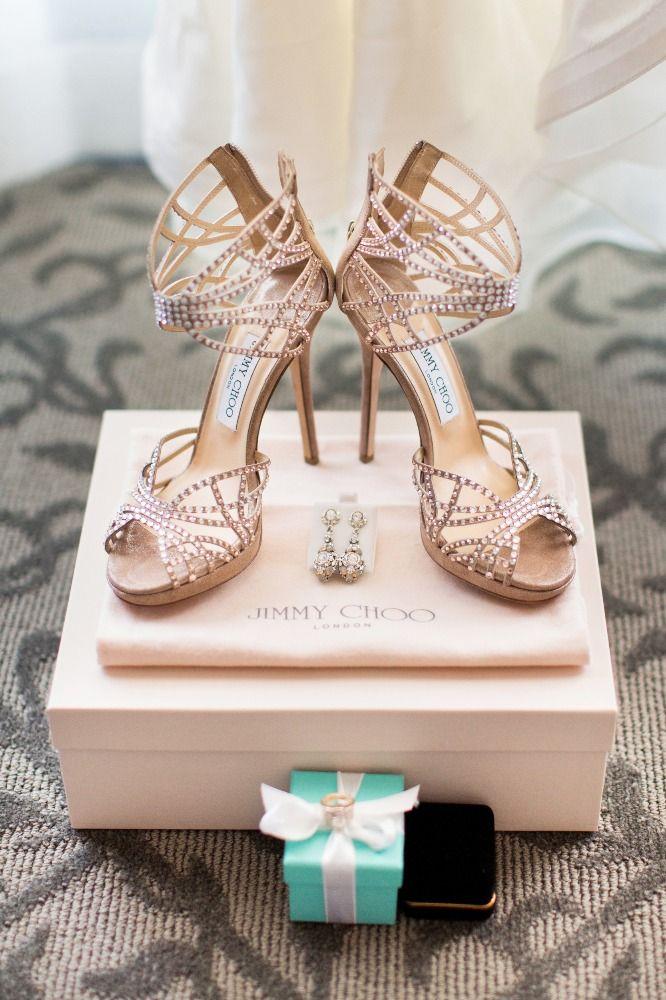 Jimmy Choo - Wedding Shoes - California Wedding http://caratsandcake.com/kaitlinandben #sapatosnoiva #weddingshoes #casamento #wedding