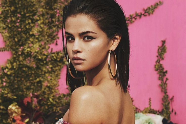 """Para la felicidad de los """"Selenators"""" la nueva cancion de Selena Gomez está aquí. La actriz y cantante prometió nuevo material para este año y cumplió su promesa.    La nueva cancion de Selena Gomez no se"""