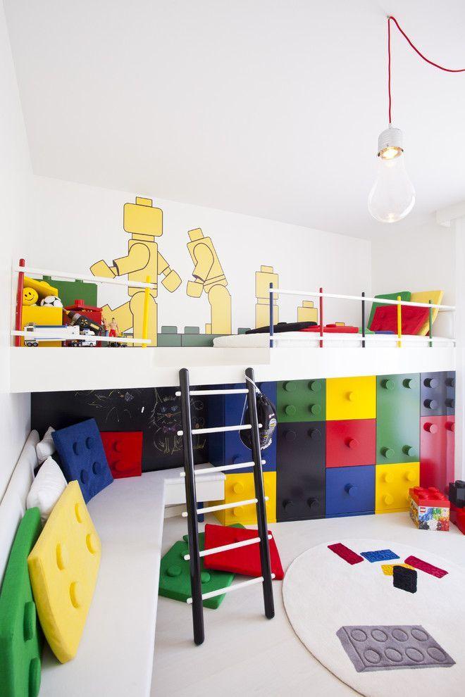 Детская комната для разнополых детей: 50+ гармоничных вариантов организации пространства http://happymodern.ru/detskaya-dlya-raznopolyx-detej-ili-kak-uzhitsya-v-odnoj-komnate/ Комната для мальчиков в стиле LEGO с зонированием. Первая зона – для отдыха, вторая – зона для игры, третья – зона для хранения игрушек