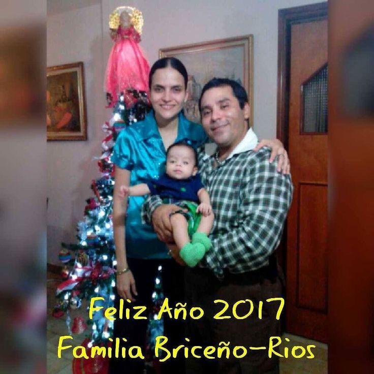 Feliz año nuevo 2017 les desea la Familia Briceño-Rios