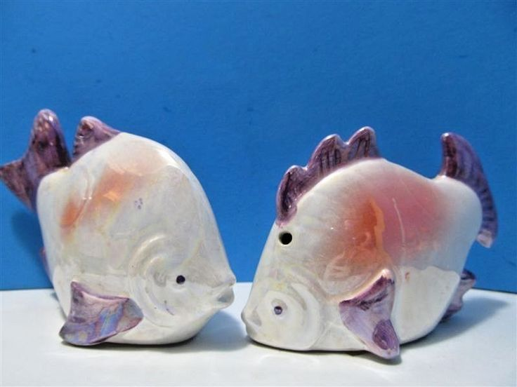Vintage Ceramic Fish Salt & Pepper Shakers Ocean Beach Souvenir #714