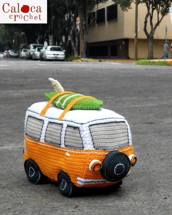 Pattern Surf Van amigurumi. By Caloca Crochet.