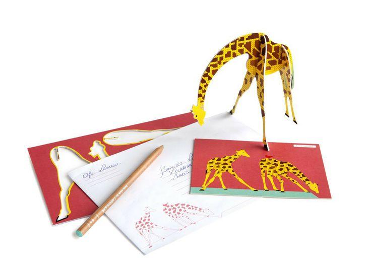Giraf - Prachtige pop-out kaart. Stuur het naar een kind dat je blij wilt maken en dan krijgt de giraffe zeker een mooi plekje in de kinderkamer. Geleverd met een klein kaartje en envelop. Formaat: A5.