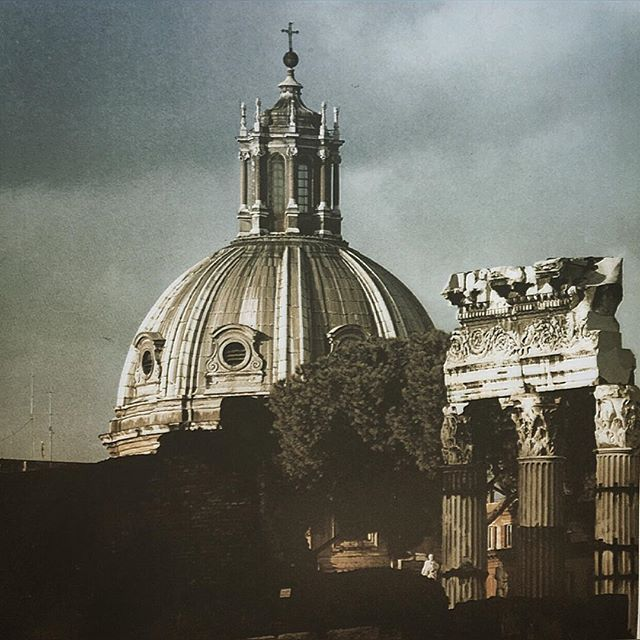 📷 The dome of the Church of the Sacred Name of Mary rise above the reassembled columns of the Temple of Venus (Caesar's Forum is on the right). Rome, 🇮🇹 #dome #church #sacrednameofmary #rome #italy #columns #templeofvenus #ancientruins #remains #caesarsforum #eternalcity #romanempire #travel #traveling  #ancienthistory #history #historyoftheromanempire #historylovers