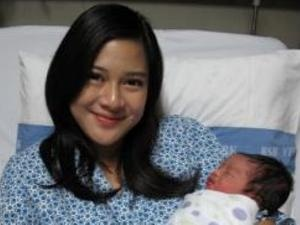dian sastrowardoyo and her baby