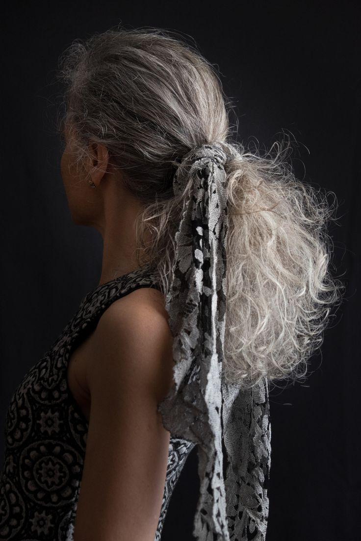 """maramarta: """"  scostami un pensiero nella massa di lunghi capelli scuriti dal tempo e imbiancati dal sopportare Amo ognuno dei miei capelli bianchi B.N. """""""