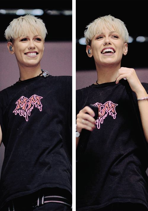 Jenna with her short haircut kinda reminds me of P!nk, I loved her long blonde more, but she's still beautiful