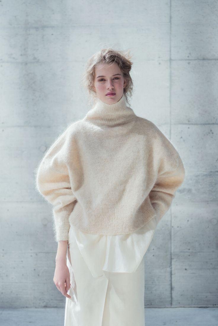 coltraneaw16-lou-mohair-sweater-closeup-front-celine