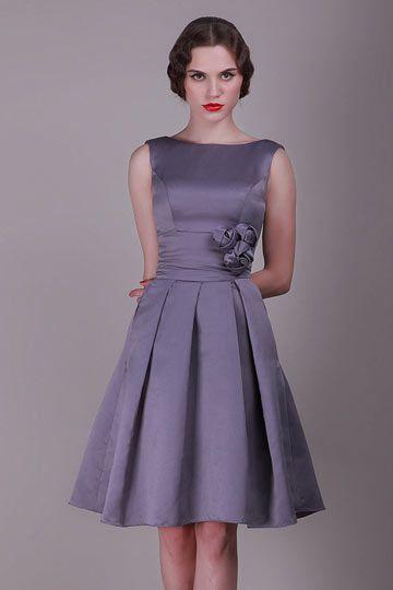 les 77 meilleures images propos de robe de soir e chic et classique sur pinterest une ligne. Black Bedroom Furniture Sets. Home Design Ideas