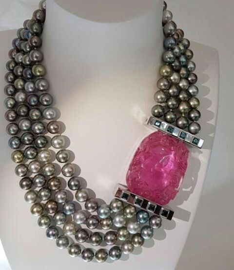 ✨✨ This high jewelry necklace/collier is designed by Berlin-based Wagner Preziosen. It consists of four strings of Tahitian Pearls, giant pink tourmaline