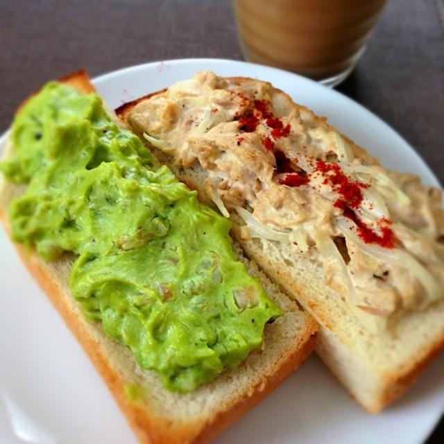 ツナ缶と冷凍アボカドを使いたかったので、お手軽朝ごはん(いつもお手軽)。アイスコーヒーは豆乳入りです。 - 178件のもぐもぐ - アボカドエビディップと玉ねぎツナのトーストで朝ごはん by sakuramochi14