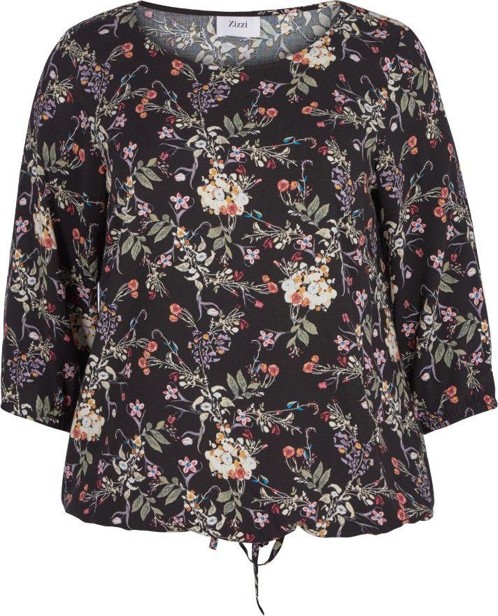 Blomstrete bluse fra Zizzi. Denne blusen har 3/4-ermer med strikk, og blomstermønster. Den er laget av 100 % viskose. Style blusen med et par slimfit Zizzi-jeans for en elegant hverdagslook.