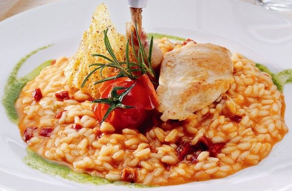 Chicken risotto: Chicken Risotto is one of the classic recipes of the Italian culinary tradition. Easy and quite quick to prepare, it can be served as a first dish (primo) or as an all-in-one dish. The tender diced chicken joins vegetables, Parmesan and white wine to create a unique, creamy taste experience! #chicken #glutenFree #parmigianoReggiano #risoGallo #risotto
