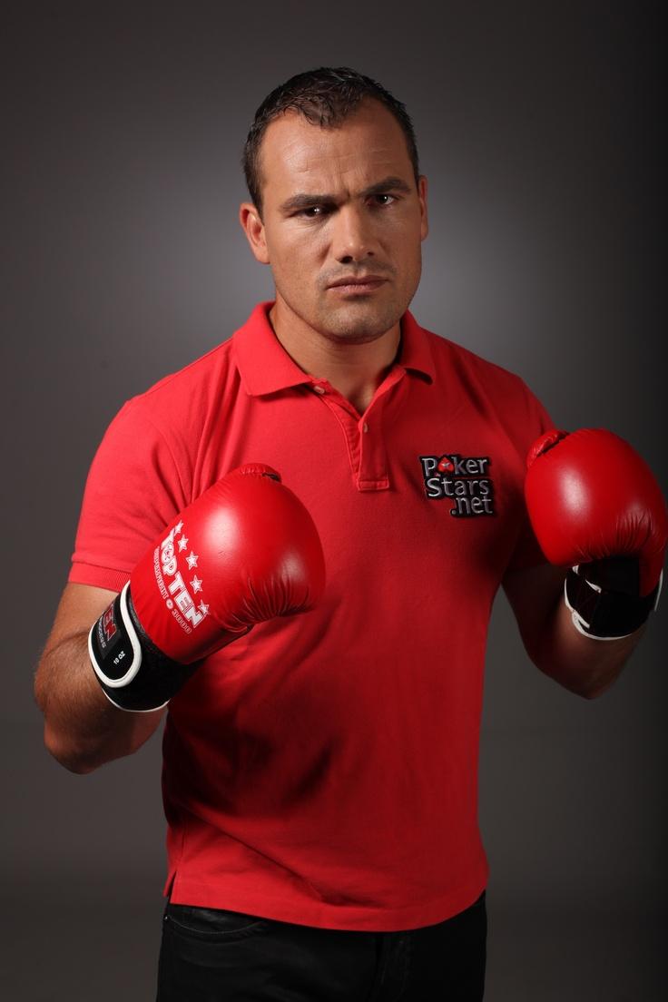 Ionut Iftimoaie este mereu gata de lupta. In ring, dar si la masa de poker. Il gasiti pe PokerStars cu numele de Ifty78.