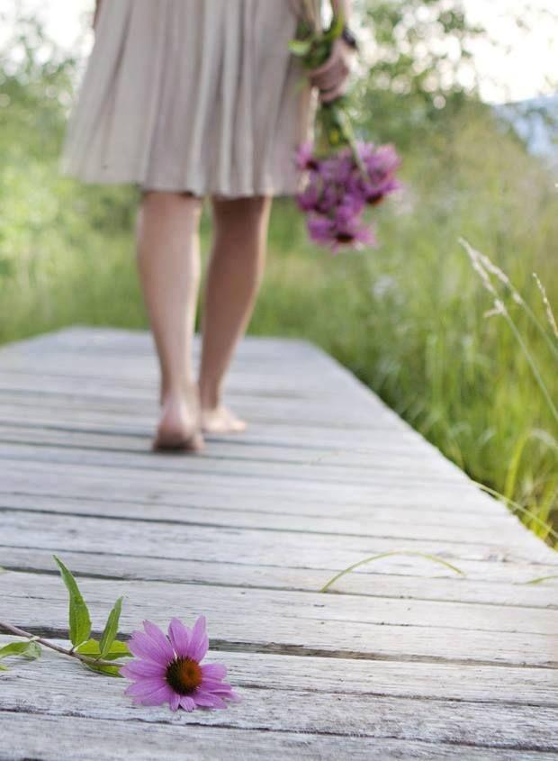 Pues lo importante es, Seguir de pie.... Y a tu lado caminar....
