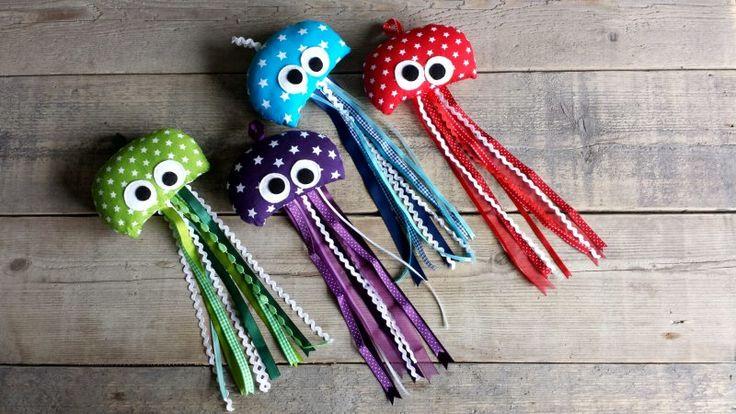 Leuke Jellyfish ter decoratie!  Ze kunnen opgehangen worden. €6,95 p.s. en te koop via mijn website www.silliescreations.jouwweb.nl of via mijn facebookpagina www.facebook.com/SilliesCreations.  #jellyfish #kwallen #fabric