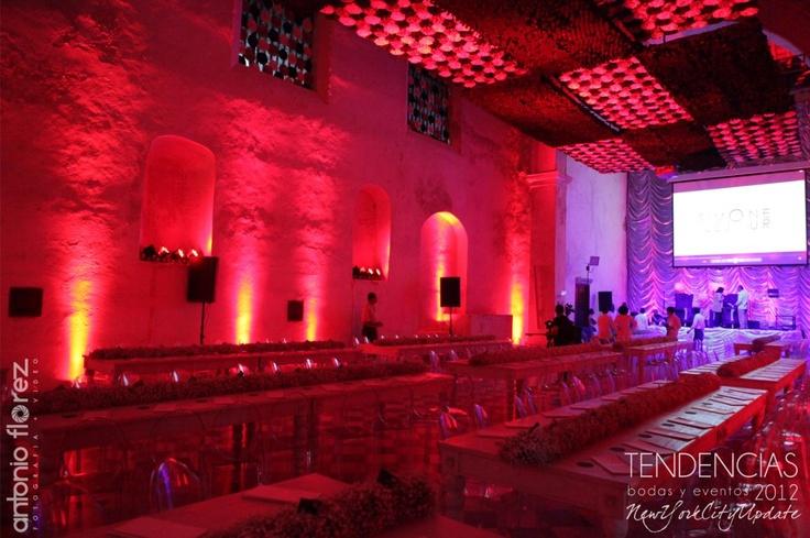 Salon Santa Clara decorado por Andres Cortes e iluminado por Playa Producciones..