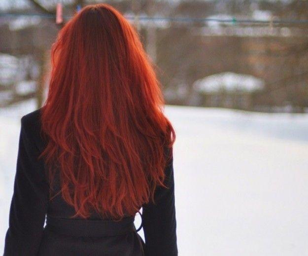 Fin dall'antichità uomini e donne portavano i capelli lunghi; tagliarseli o, peggio, farseli tagliare aveva a...