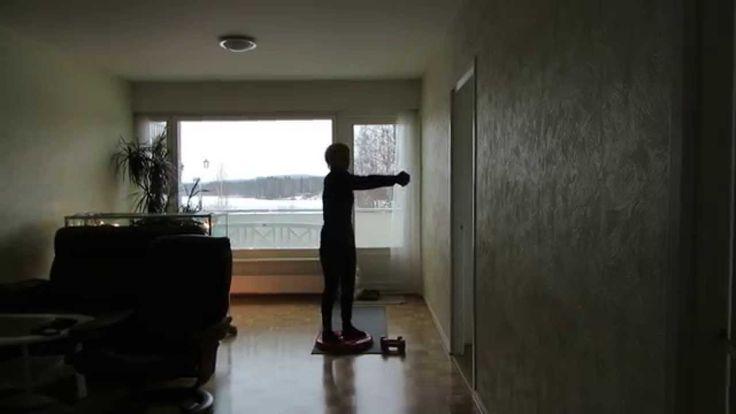 Для уменьшения талии упражнения на круге упражнения на селатине. Талия уменьшилась с декабря с 73 до 65 см. Если эти упражнения для талии делать 5 минут в день, талия не будет увеличиваться, а если 15, станет уменьшаться. http://olhanninen.livejournal.com/589803.html как можно делать с гантелями и без, рассказываю тут. На круге еще пупочки для массажа стоп, поэтому лучше заниматься в носках, а не ботинках, считают некоторые врачи.