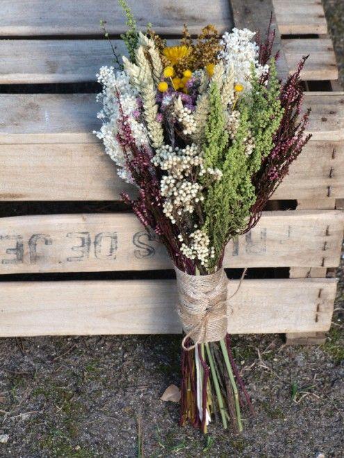 Ramo de novia de estilo silvestre con flores preservadas: