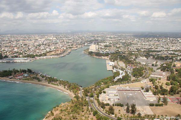 La capital es Santo Domingo su poblacgión es 2.25 mil.