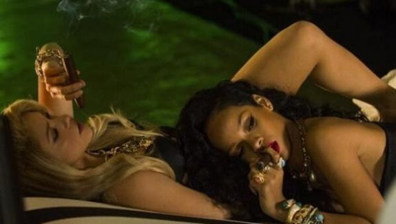Vidéo - Shakira - Can't Remember to Forget You feat. Rihanna   Trace TV!! Elles Sont Canon!! Se y et Forte!! Des vraies FEMMES!!
