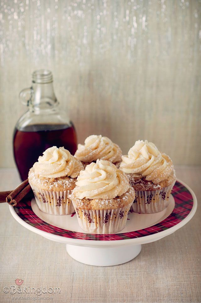 French-Toast-Cupcakes-with-Maple-Buttercream: Maple Buttercream, Food, Recipes, Cups Cak, Streusel Tops, Tops French, Frenchtoastcupcak, French Toast Cupcakes, Buttercream Cupcakes